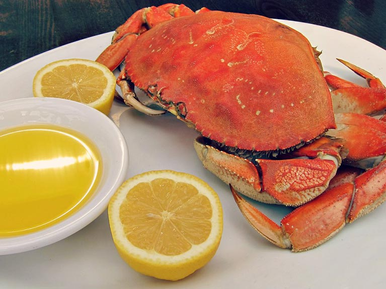 steamed crab with lemon and butter